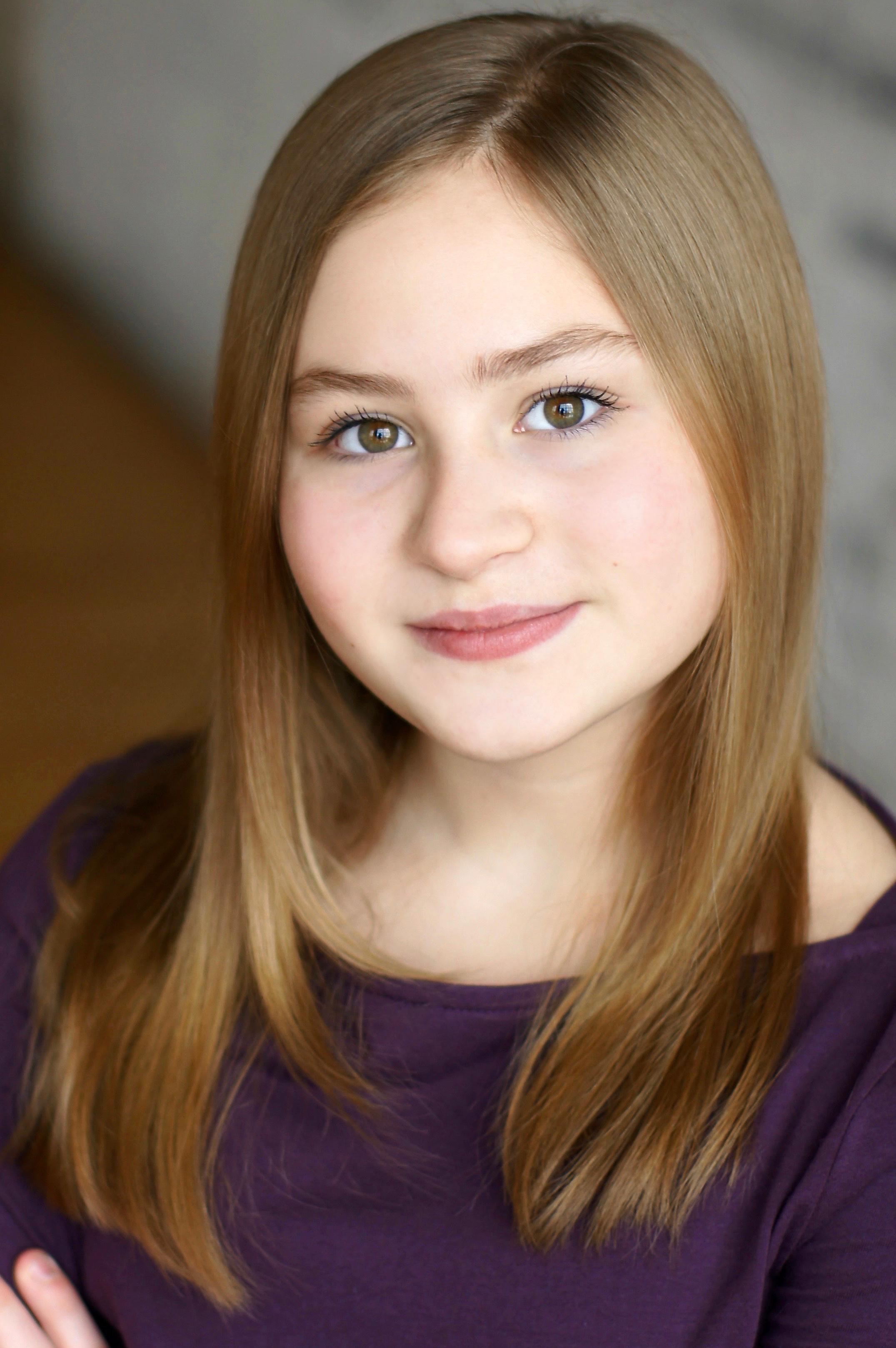 Zoe Hollander (Balloon Girl/June & Louise US)
