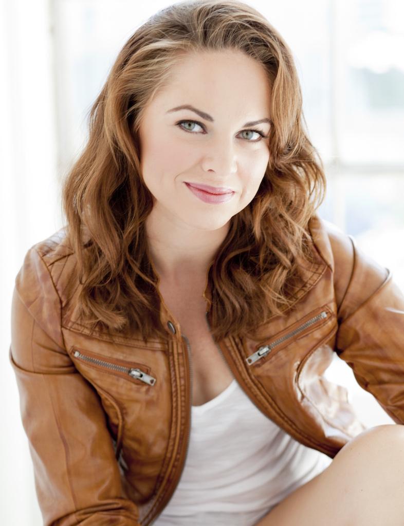Kendall Anne Thompson (Roxane)