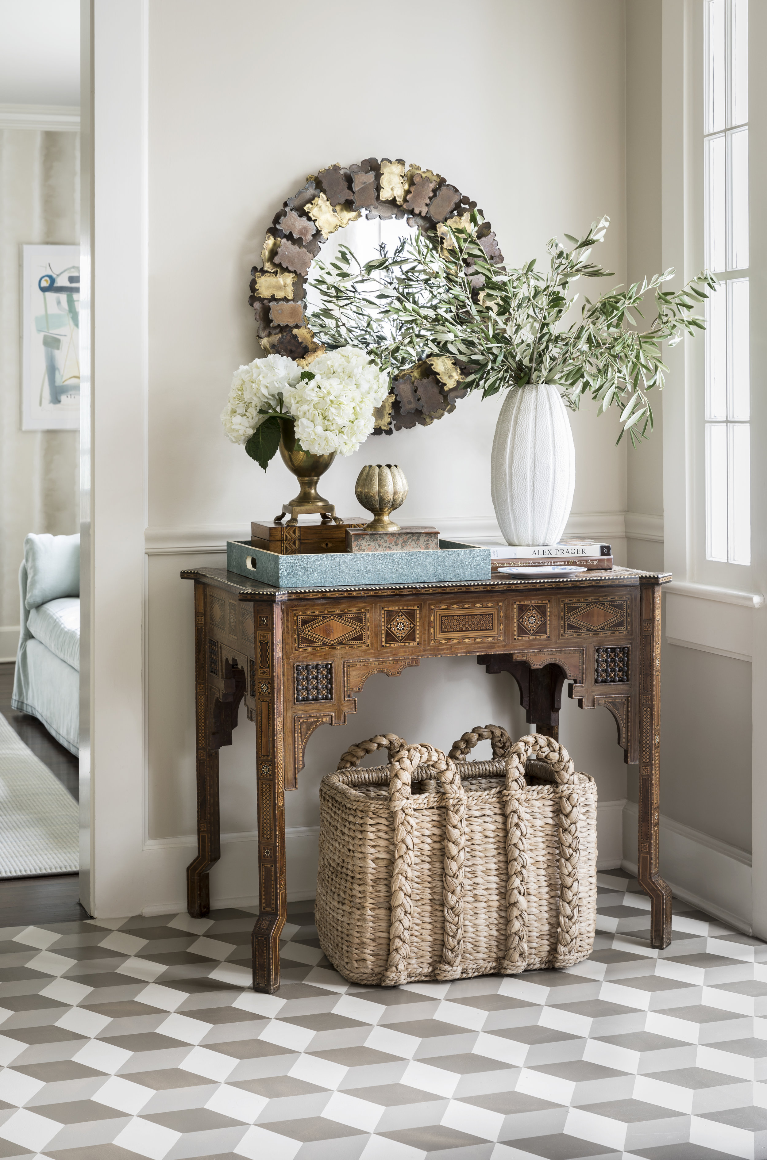 Interior design by Kevin Isbell, Photography by Lesley Unruh, and Styling by Frances Bailey. Produced by Hanna Creative Co.