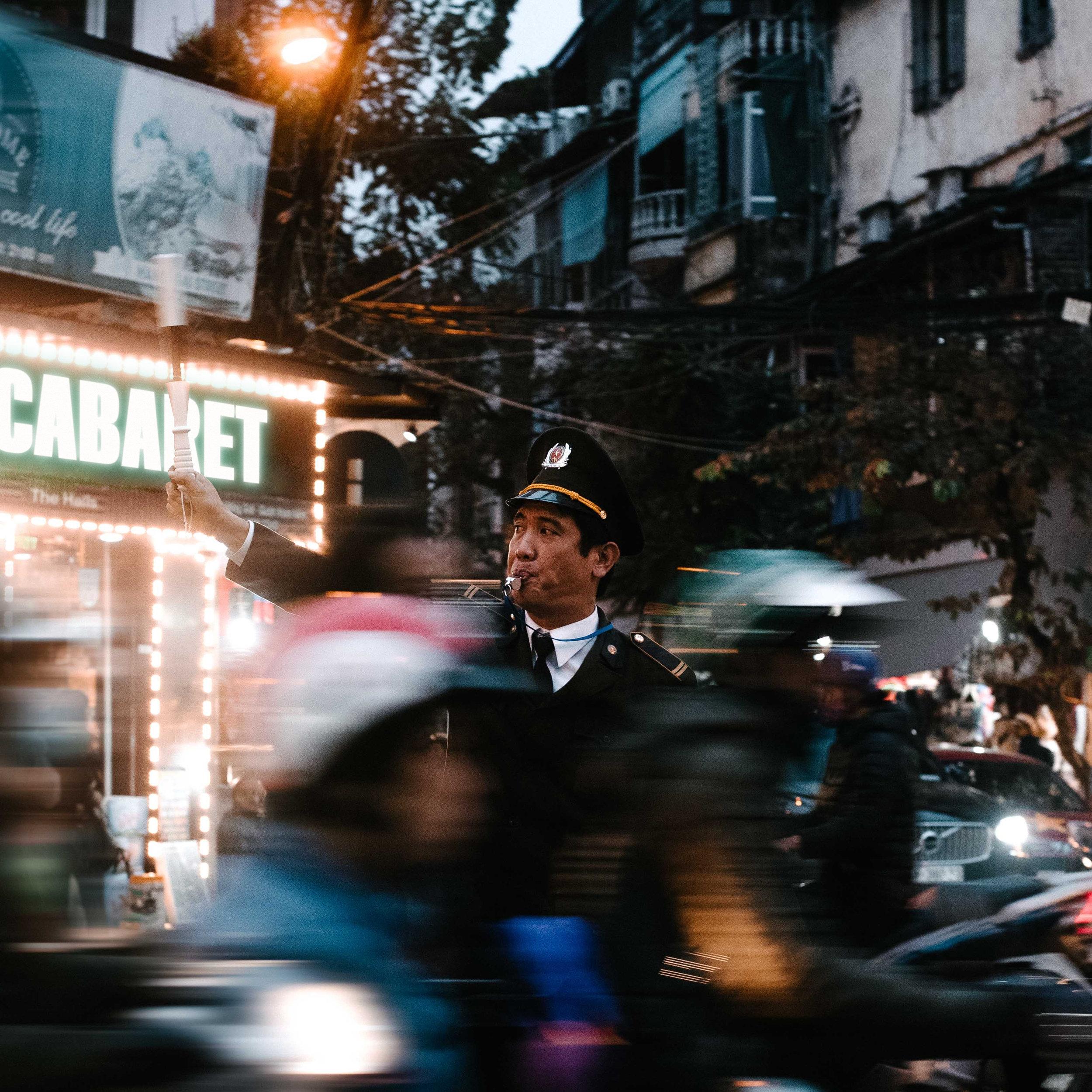 Cabaret - Single (2018) - 1. Cabaret