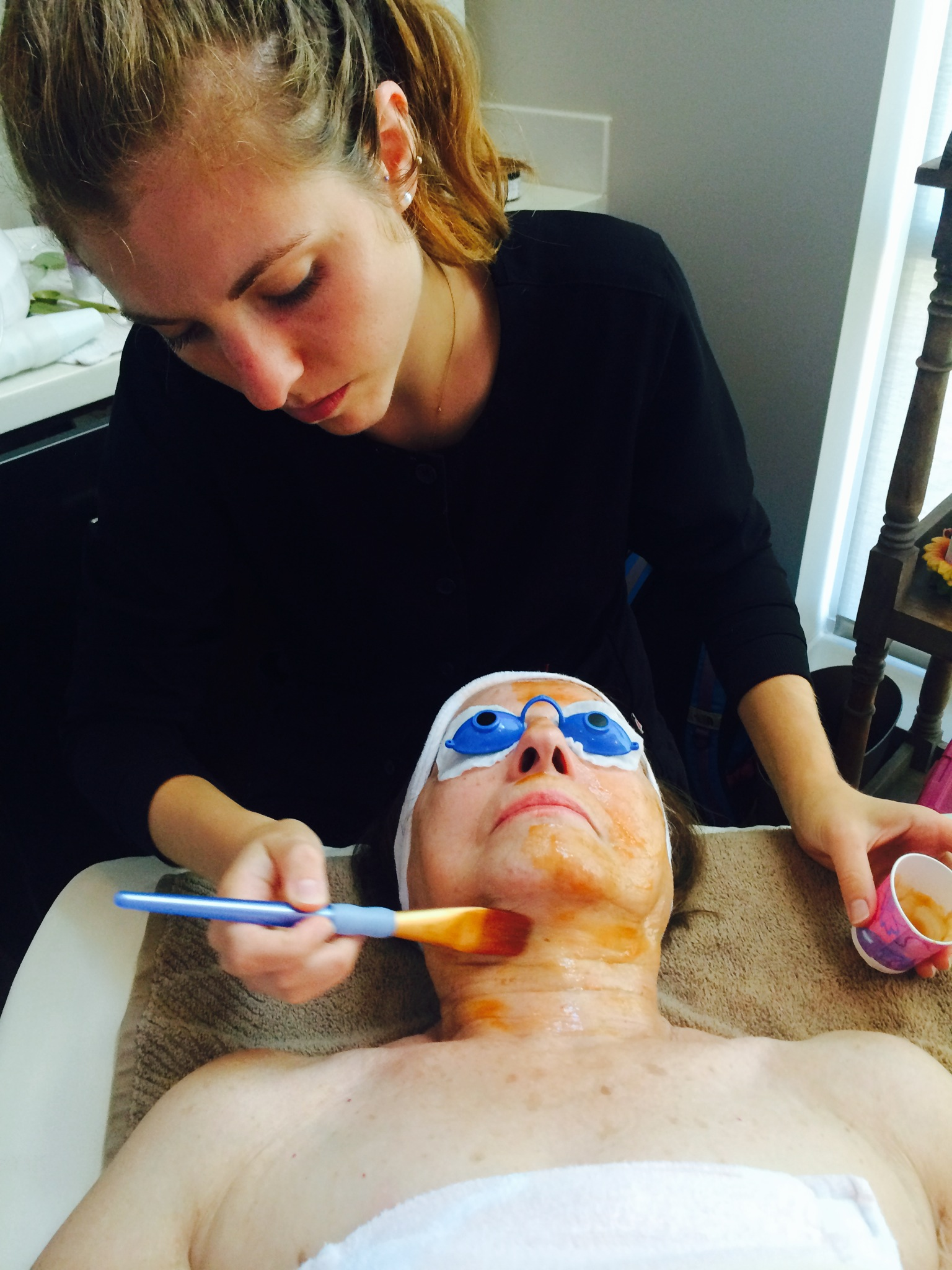 Esthetician with a patient during a Facial session (photo).