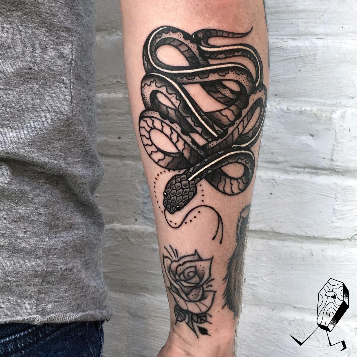 mat-blackwork-snake-dedleg-tattoo2.jpg
