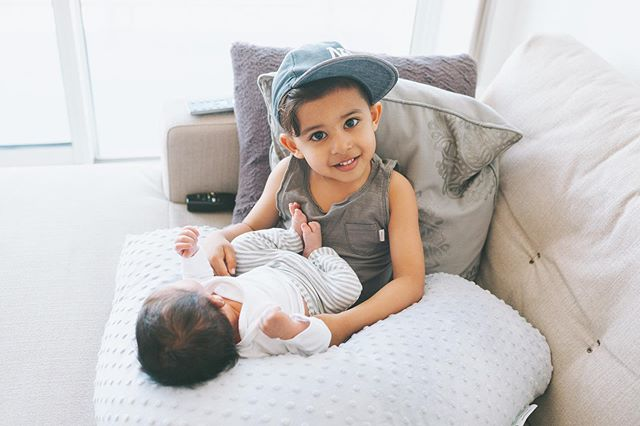 ✨GIVEAWAY✨ One of the top items that I would recommend if your expecting is the @babybuddynursingpillow.  It's not only great for nursing, it's awesome as a pregnancy pillow and can also be used as a little lounging pillow like Q is doing here with Ari!  I've teamed up with @babybuddynursingpillow to give one lucky winner a @babybuddynursingpillow pillow of their choice. To enter: •Like this post •Follow both @natassia_valli + @babybuddynursingpillow •Tag at least 2 friends who could use this! (more entries welcome and each tag is an entry) *BONUS entry for sharing in your stories and tagging us both!  That's it! Giveaway closes April 25, 2019 at 11:59pm PST.  Open to North America wide.  Winner will be announced and contacted within 48 hours after the giveaway ends and will have 48 hours to claim the prize! {This giveaway is not sponsored, endorsed, administered by or associated with Instagram}!