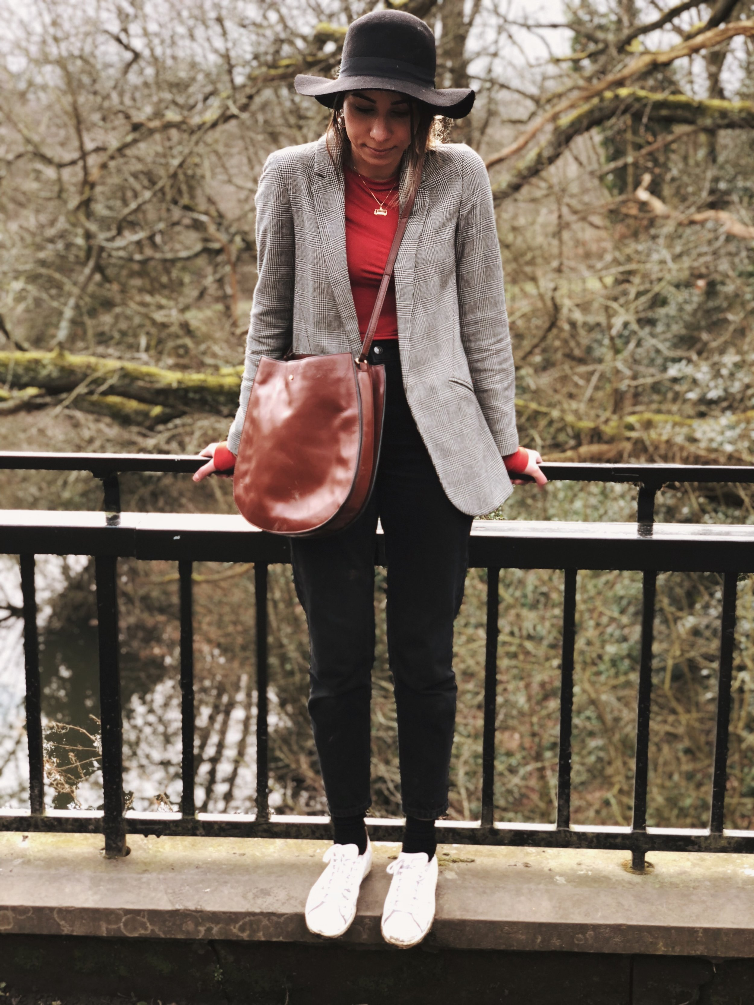 a walk in the park  - For a casual look on a mild spring day I put together my Topshop long blazer over a red long sleeved top from H&M and Topshop Mom jeans in black. I finished this off with a hat from ASOS, tan bag from Jaeger and my trusty Stan Smiths..