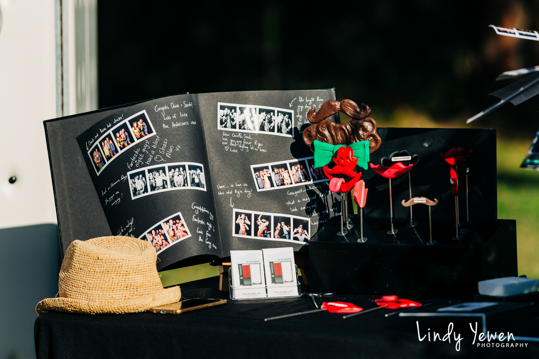 Noosa-Wedding-Photographers-Lindy-Yewen 14.jpg