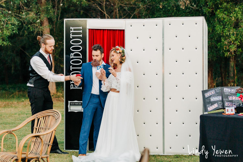 Noosa-Wedding-Photographers-Lindy-Yewen 43.jpg