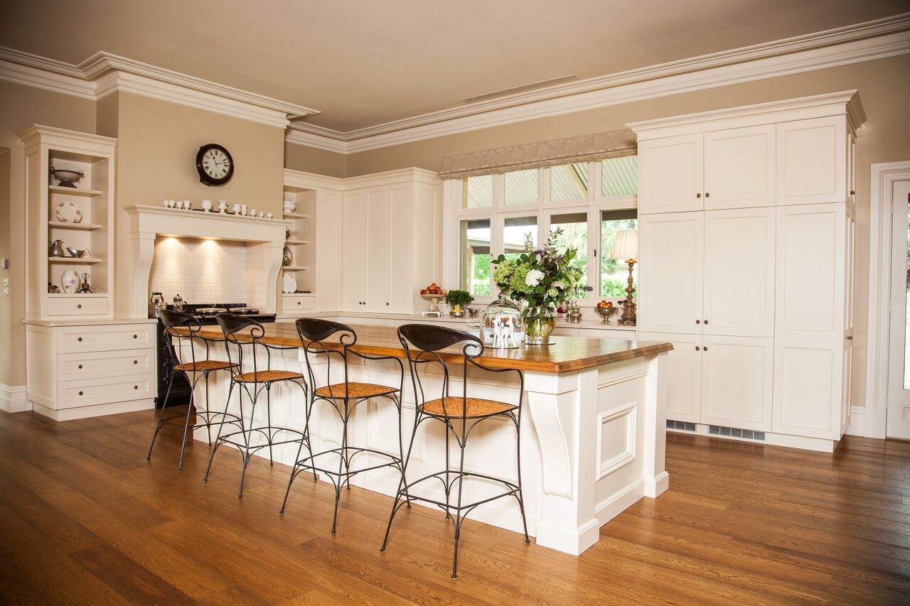 Country Homestead: Kitchen joinery