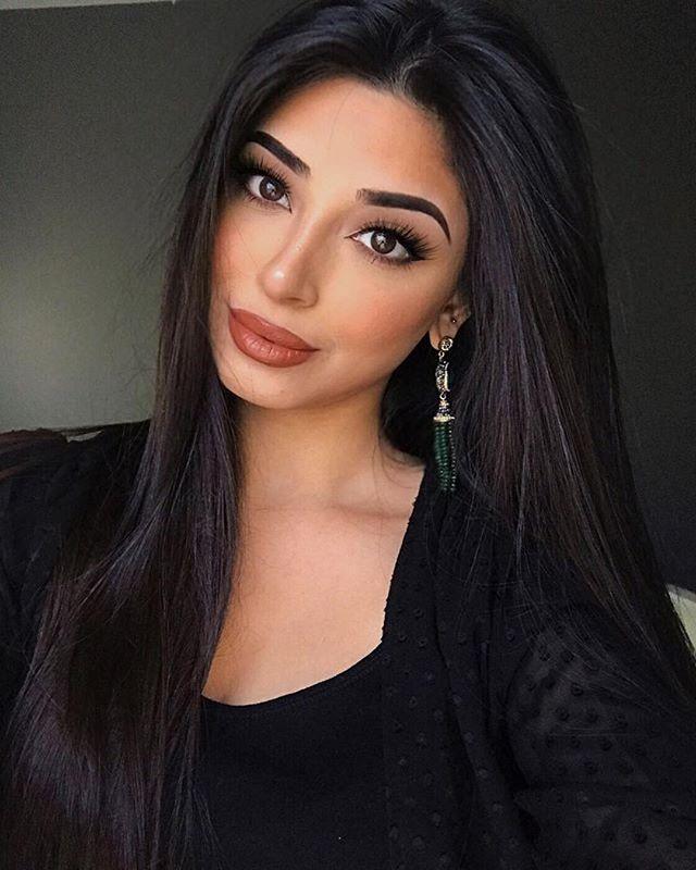 Meraki Babe 😍😍😍 @_nadiamaya ・・・ Goodmorning and happy Halloweeen! 👻 Earrings from @jewelsbysunaina  Lashes from @xlovelustlashes