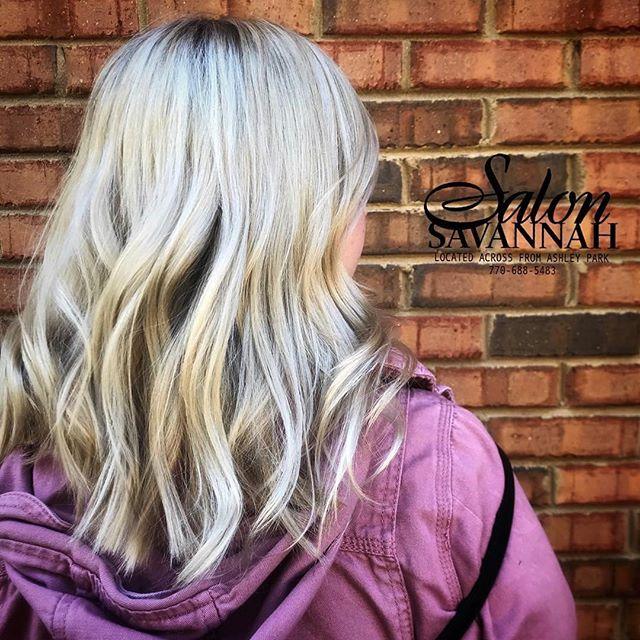 Love this gorgeous Blonde by @salonsavannahinc , styled using @love.meraki 💗💗💗
