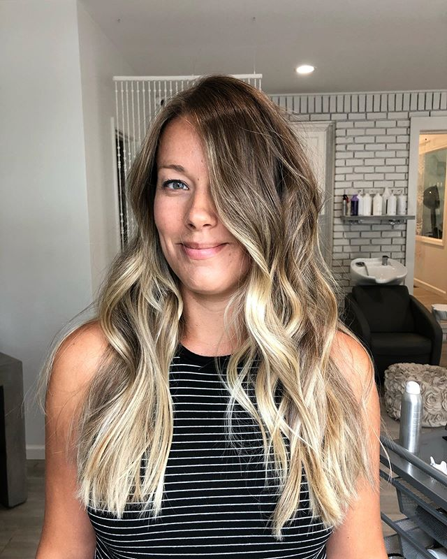 Dying over these tones 😍😍😍 #balayage #colormelt #livedinhair #beachywaves