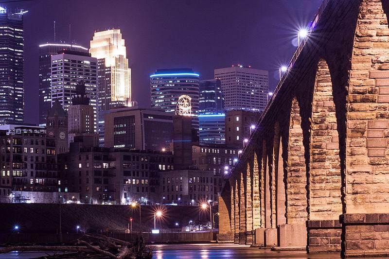 Minneapolis_Skyline_and_Stone_Arch_(15809540302).jpg