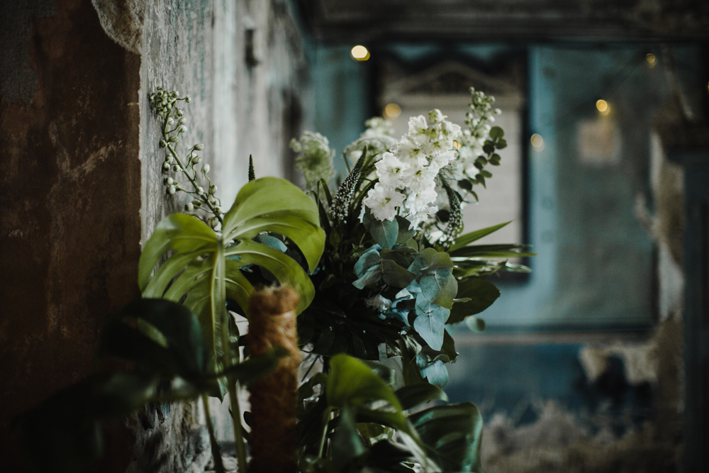 Some rustic floral details at the Asylum Chapel.