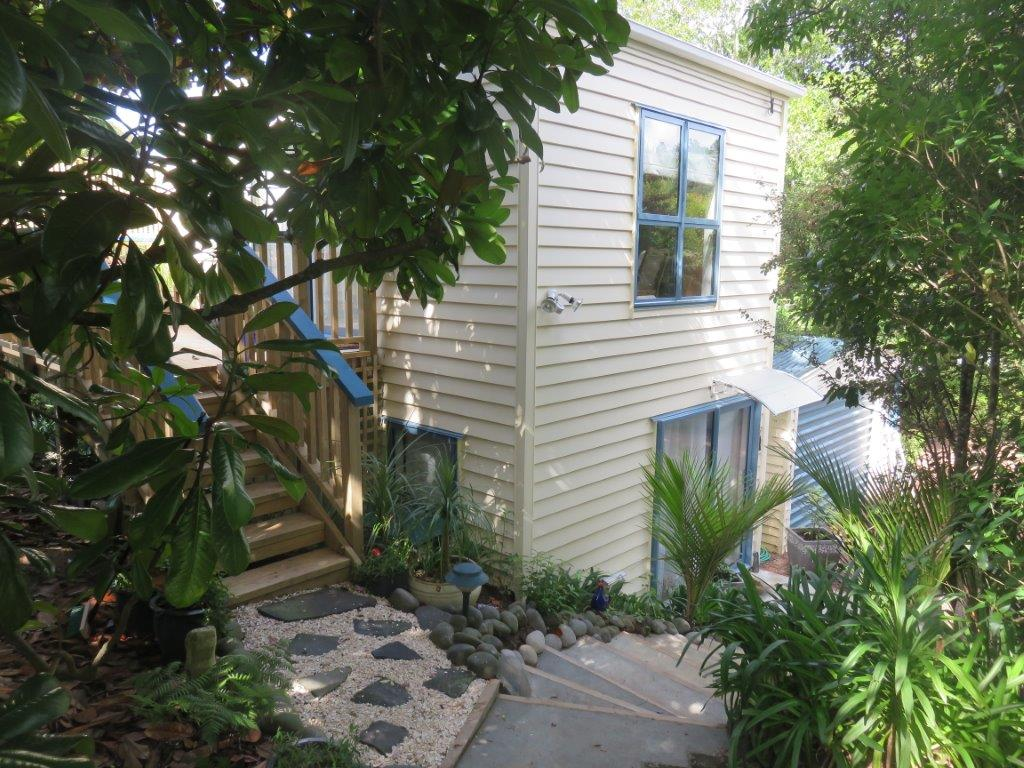 Laingholm Project/Accessory Building : 2 storey airbnb sleepout and family accommodation