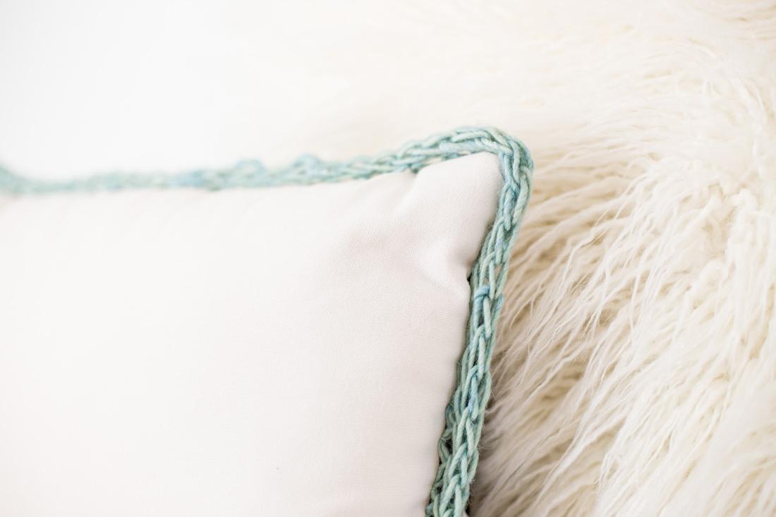 KnitATherapy-FlaxTwine-Pillows-2_cdab9b29-83cc-4077-88e0-c2b7bb1cecd3.jpg