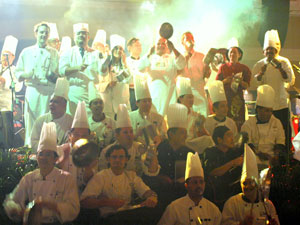chefs-making-music-with-pot.jpg