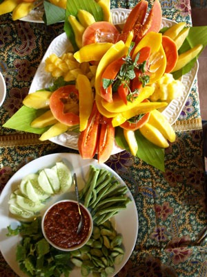 raw-vege-with-sambal-belach.jpg