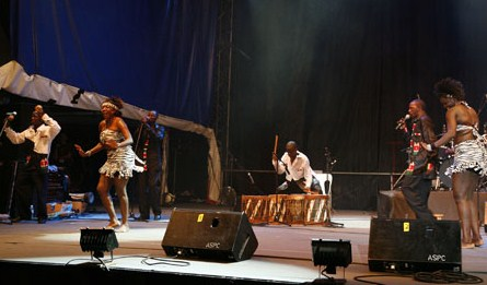 kenya explodes on stage with kenge kenge.jpg