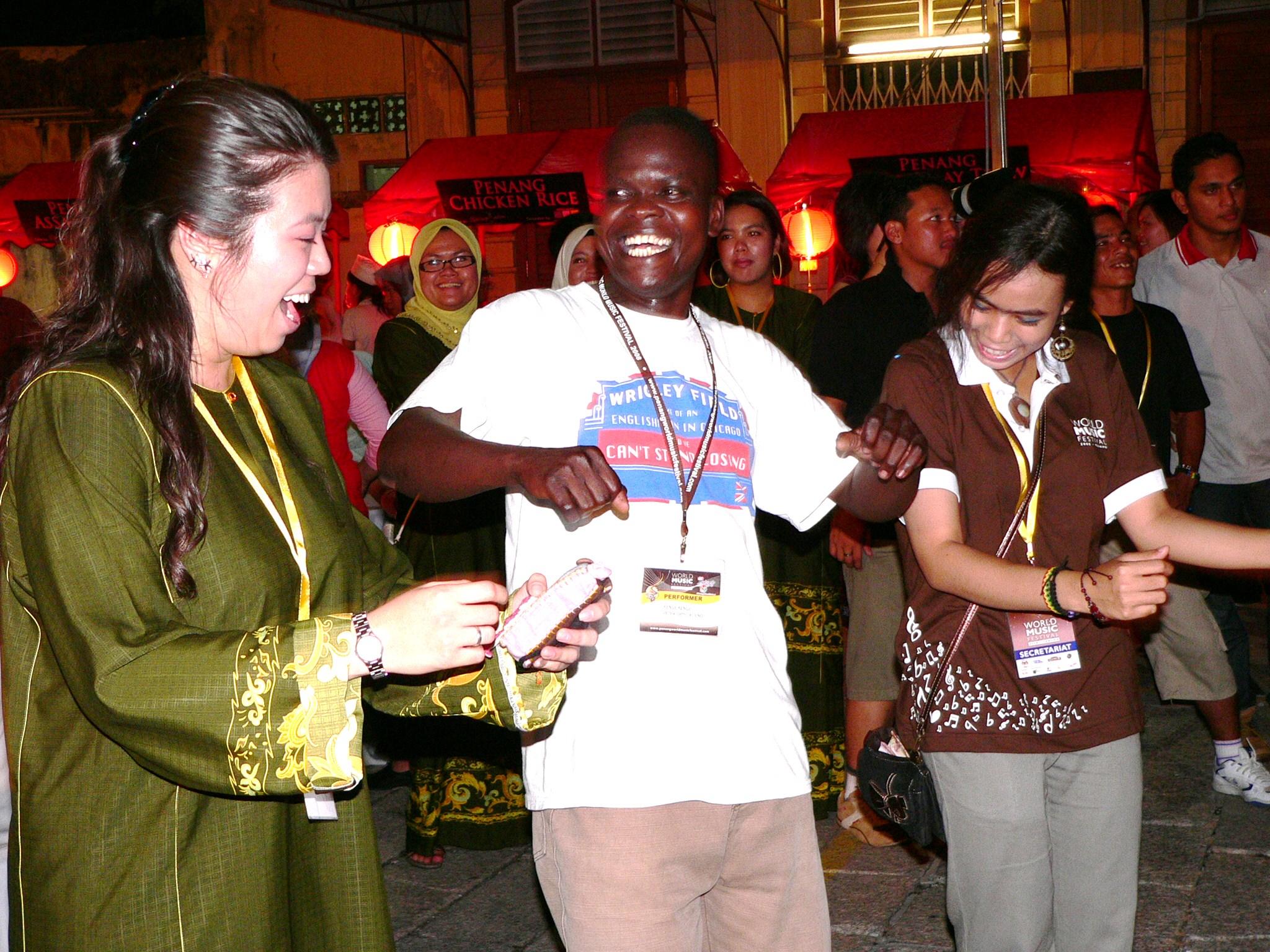 kenge kenge's performer does the malaysian joget..jpg
