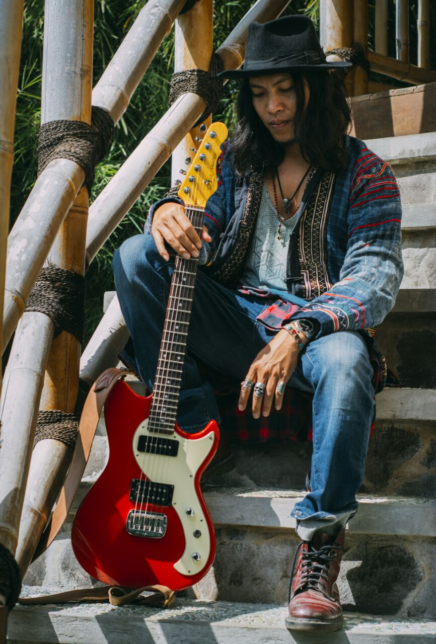 Going from music outreach to youth conferences, Robi Navicula is bent on getting as many Balinese students to attend GINKalimantan, and he needs your support!