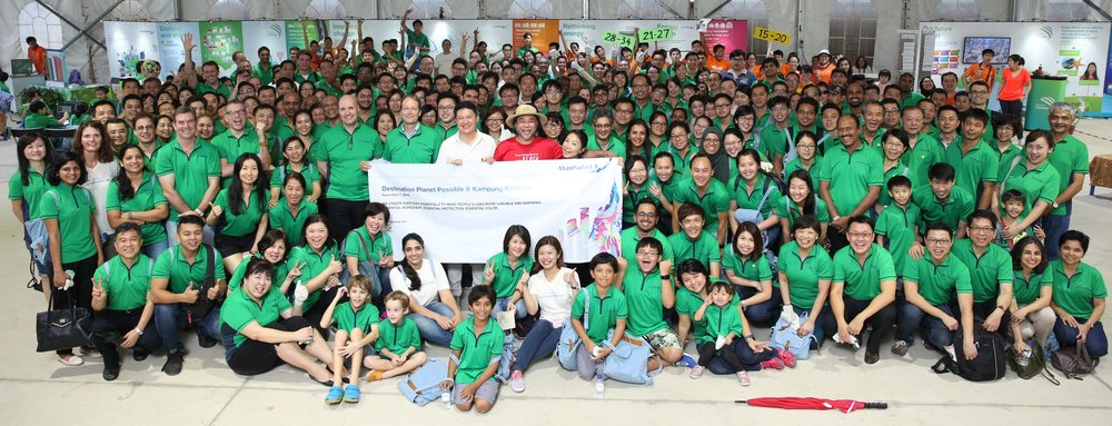 Close to 400 AkzoNobel staff gathered at Kampung Kampus for sustainability day out