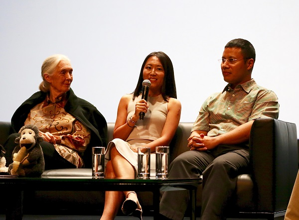 Singapore conservation of wildlife discussed as well with Dr Jane Goodall (left), Dr Andie Ang, Vice President of JGIS, and Minister Desmond Lee (right). Also present at the panel session but not in this picture were Tay Kae Fong, President of JGIS and Dr Shawn Lum, President of Nature Society (Singapore). Photo by JGIS.