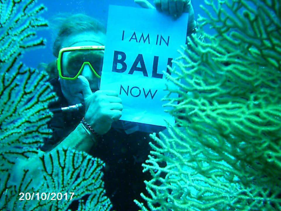 To entice tourists to plan ahead for their vacation despite Mt Agung's occasional spewing, the BookGreener team came up with the #iaminbalinow promotion idea
