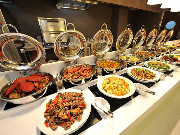 Buffets often result in incredible food waste. Champions 12.3 research shares food waste reduction strategies and results by participating hotels. Image courtesy Fisherman's Market