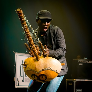Afro groove at its best -Djeli Moussa Conde brings an explosive show that fuses Malian roots, reggae, jazz and funk.