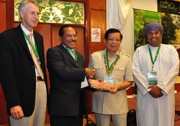 Prof Dowling, CEO of Sarawak Tourism Board Dato Rashid Khan, Sarawak's Dy Chief Minister Datuk George Chan, and Undersecretary, Ministry of Tourism HE Muhammed of Oman officiate conference opening.