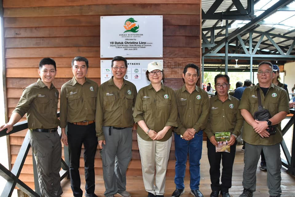 (middle) Deputy Chief Minister & Minister of Tourism, Environment and Culture YB Datuk Christina Liew launched the Sukau Ecotourism Research Centre or SERC on 28 May 2019. To her right is Albert Teo, CEO of Sukau Rainforest Lodge and Borneo Eco Tours. Courtesy: BEST