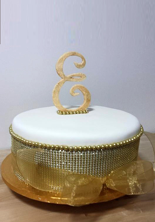 Fios de Mel by Elizabete Costa Cakes and Sweet New York -  1 tier cake monogram and crystal band.jpg
