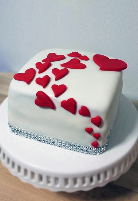 Fios de Mel by Elizabete Costa Cakes and Sweet New York -  1 tier cake with red hearts.jpg