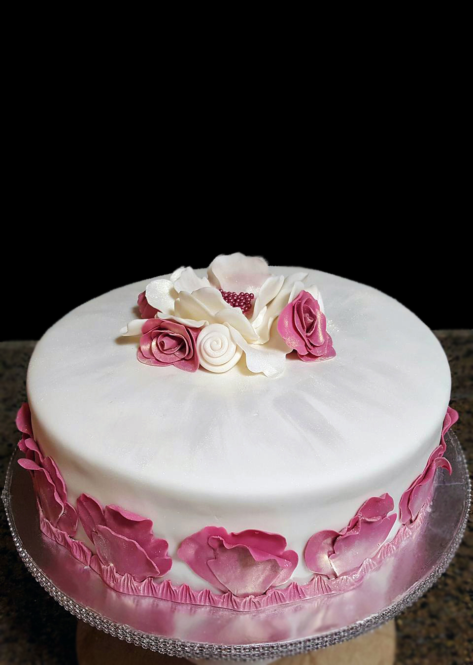 Fios de Mel by Elizabete Costa Cakes and Sweet New York -  1 tier cake with rose petals and golden dust.jpg