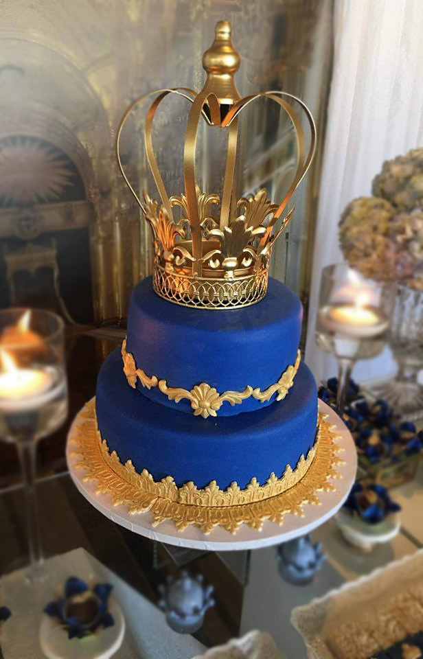 Fios de Mel by Elizabete Costa Cakes and Sweet New York - 2 tier cake blue with crown.JPG
