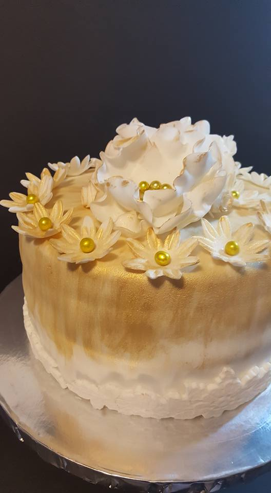 Fios de Mel by Elizabete Costa Cakes and Sweet New York - 1 tier cake with daisies.jpg