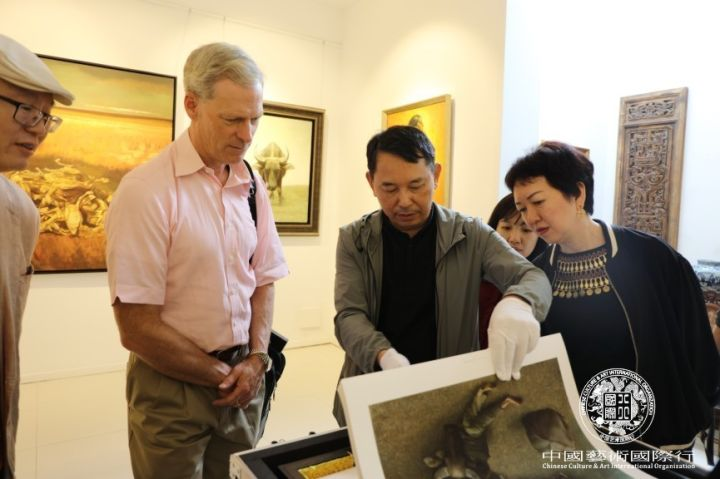 Mr. Jiang Guofang displayed his limited works collection