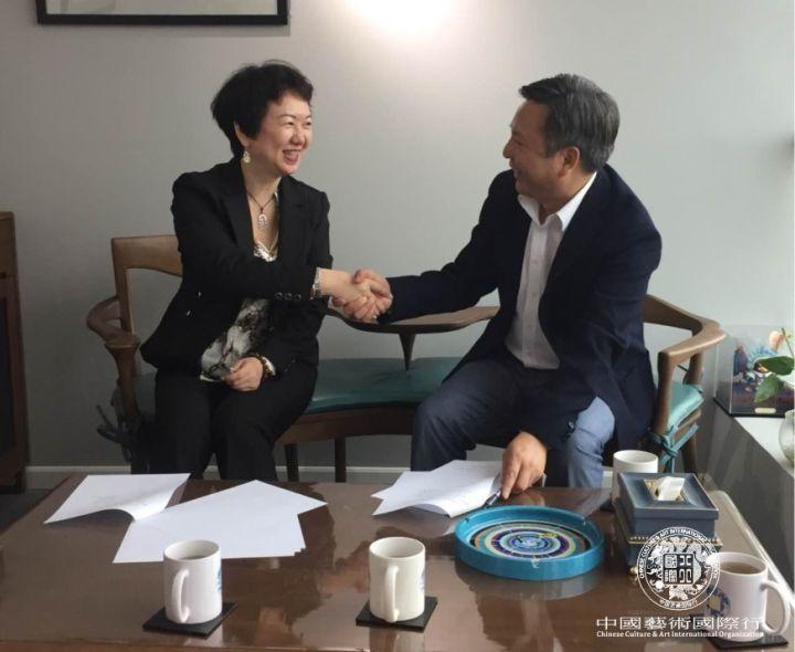 Ms. Christine Gong and Mr. Zhang Qilong signed to establish Shifan Culture&Art Development Co., Ltd.