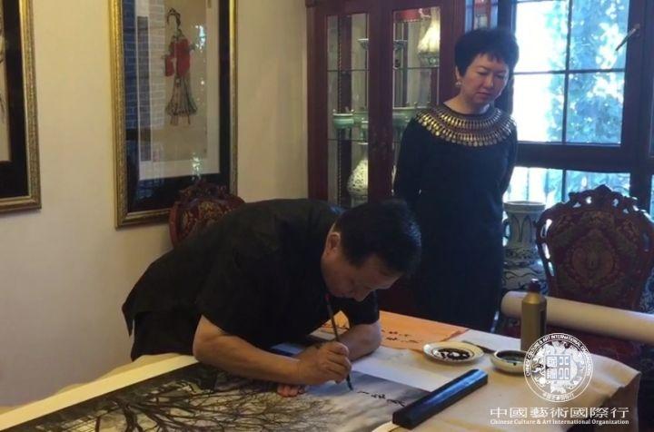 """李志仁先生在斯蒂文摄影作品上题字""""龙在天涯"""""""