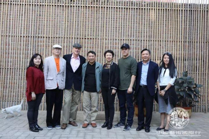 斯蒂文先生带领团队拜访姜国芳、姜川工作室留影