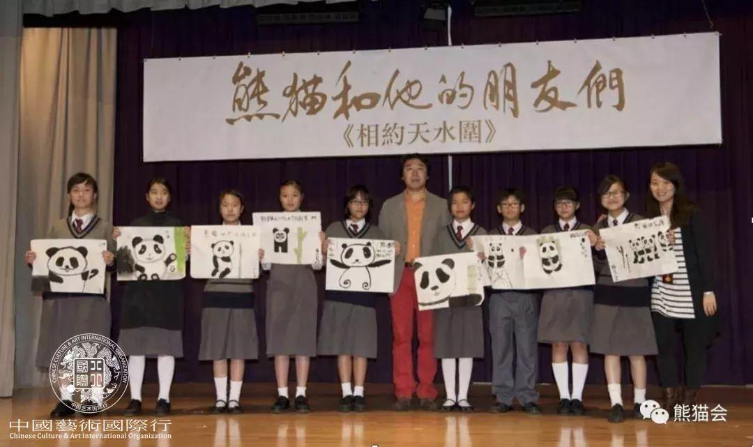 ▲ 与香港天水围的孩子们合影
