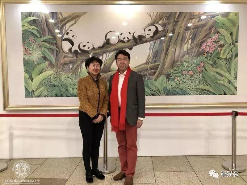 ▲ 中国艺术国际行共同主席兼国际关爱组织副主席龚庭玉与刘中合影