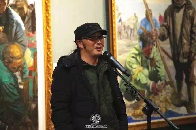艺术家杨帆在开幕式上致辞