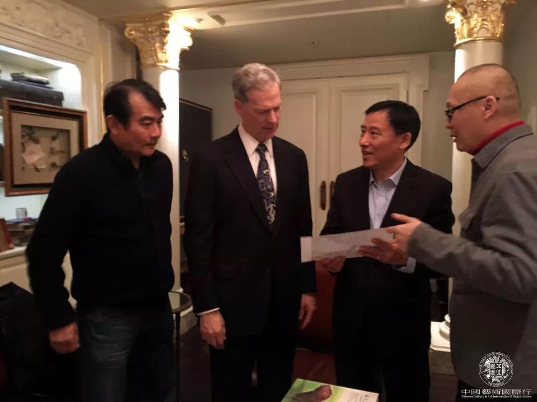 中国邮政领导与史蒂文·洛克菲勒交流