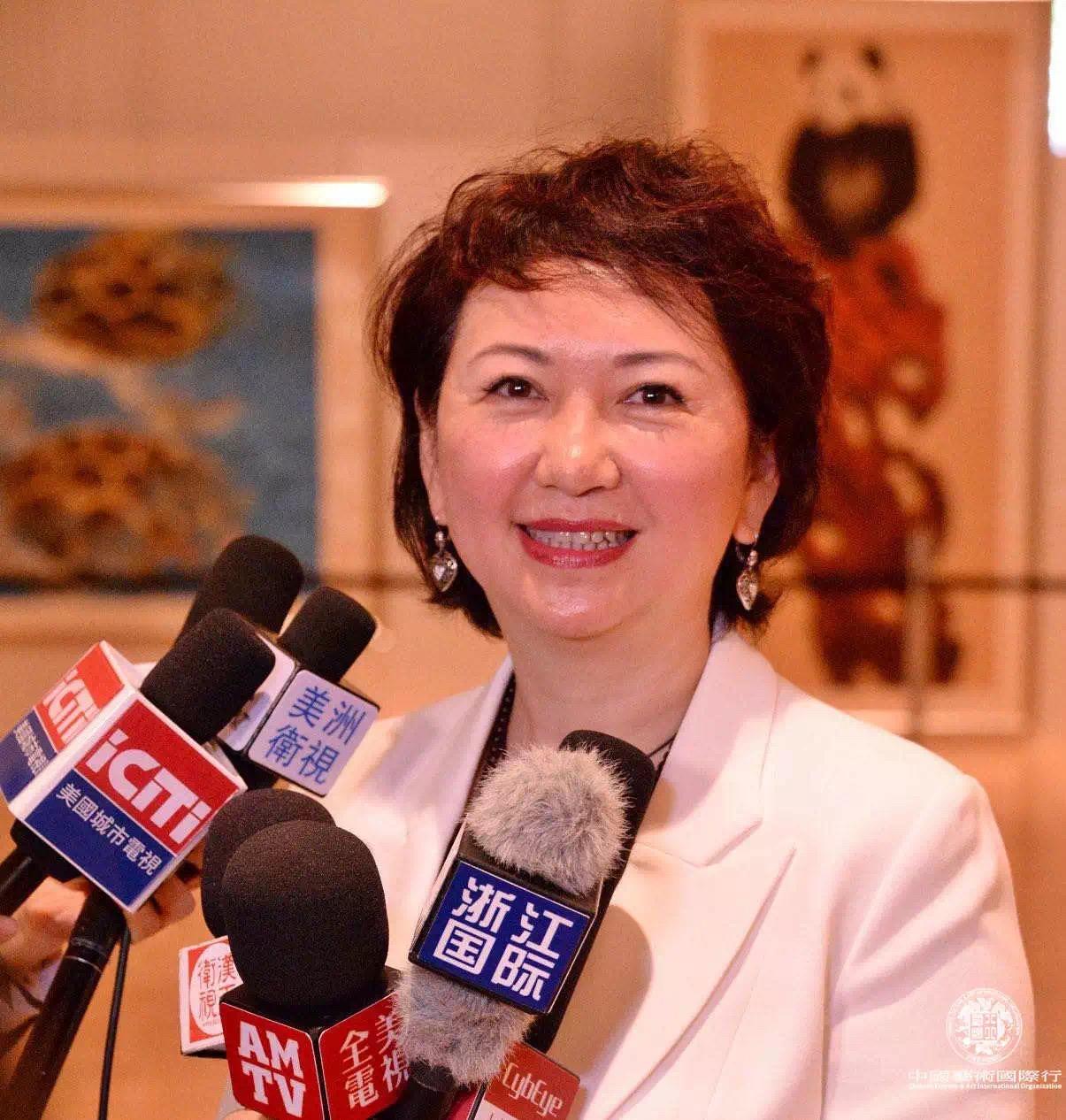龚庭玉女士接受媒体采访