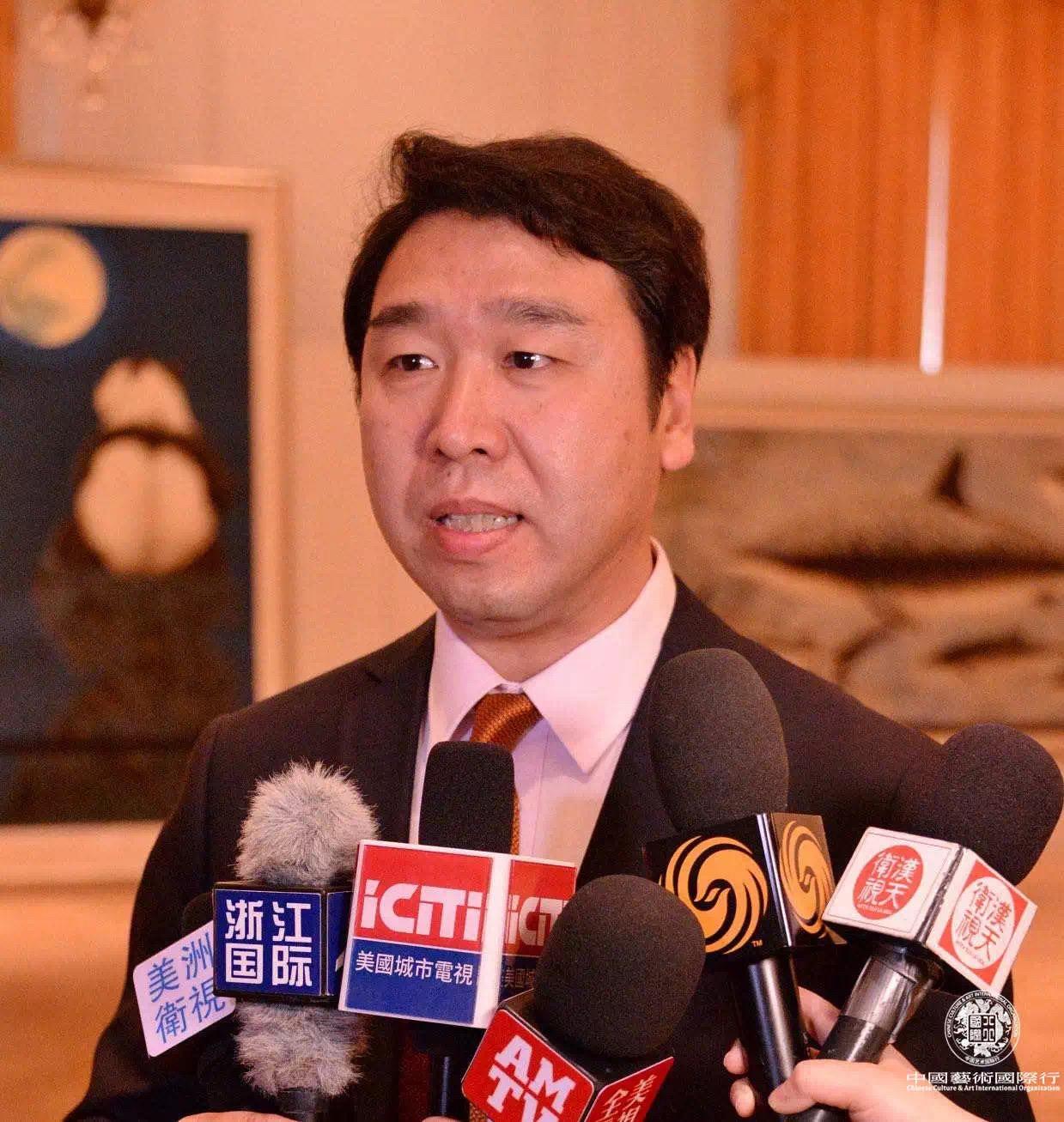 刘中先生接受媒体采访