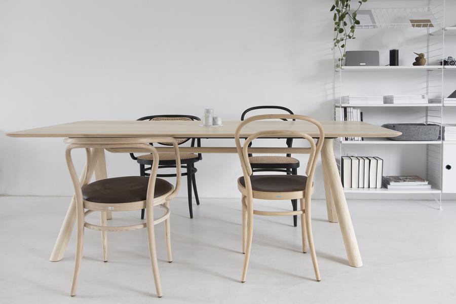 thonet-table-©-beeldSTEIL-Wen-van-Woudenberg-1