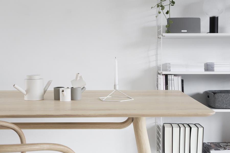 thonet-table-©-beeldSTEIL-Wen-van-Woudenberg-4