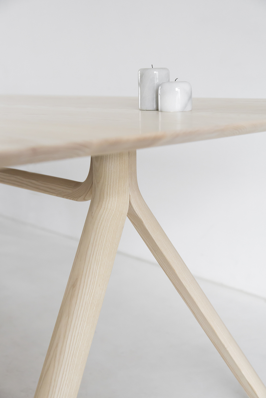 thonet-table-©-beeldSTEIL-Wen-van-Woudenberg-5