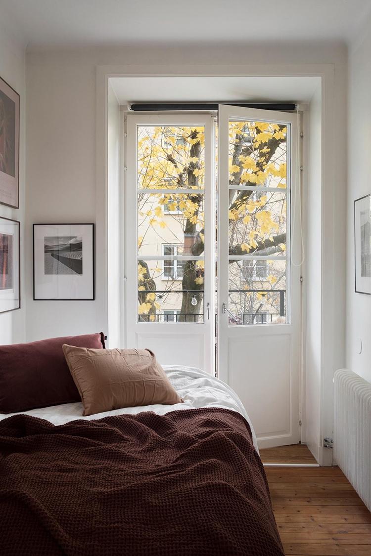 burgundy-bedroom-fantastic-frank-01.jpg