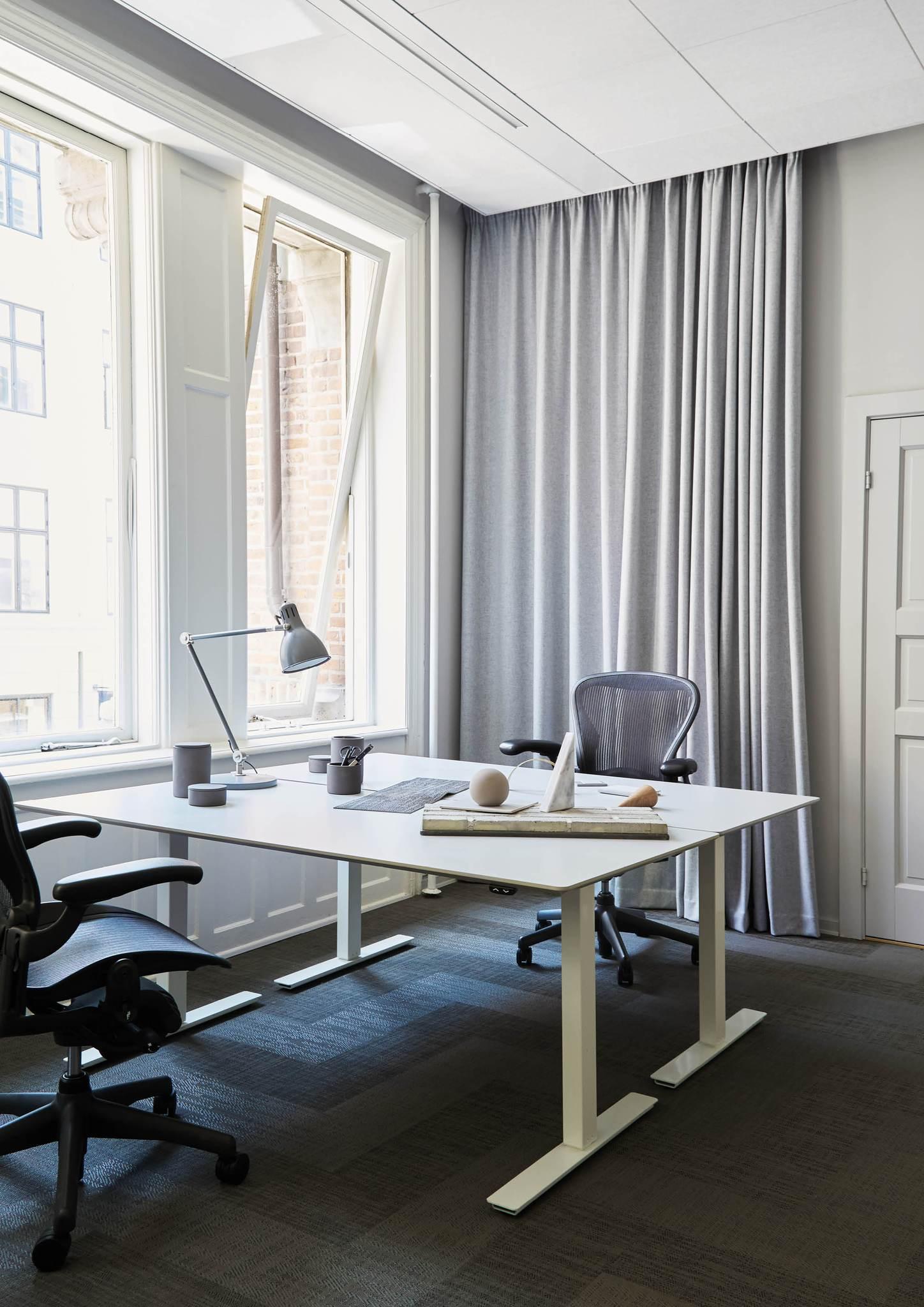 Kristiana-dam-studio-interio-office-2.jpg